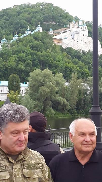 Порошенко прибыл в Донбасс и встретился с мэром Святогорска