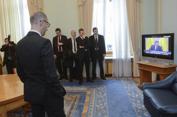 Яценюк посмотрел интервью В.Януковича