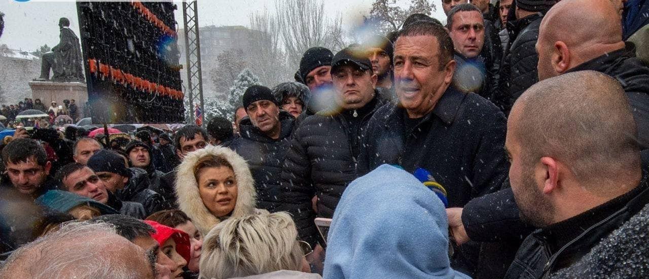 Несколько тысяч армян вышли на митинг за отставку Пашиняна