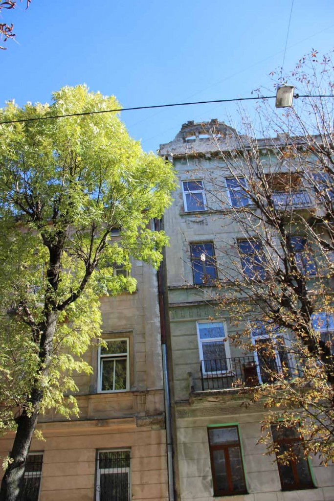 В центре Львова обвалился фасад дома