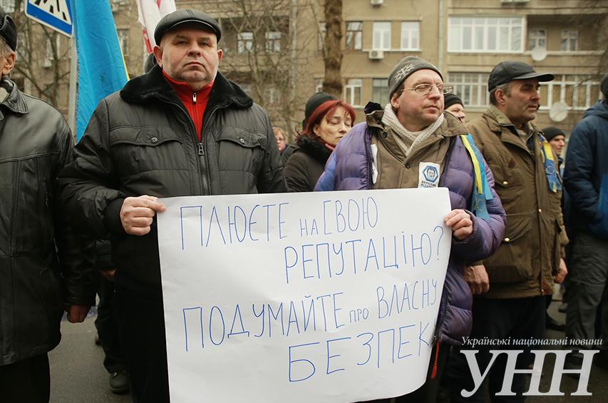 Активисты Майдана пикетируют МВД (Дополнено фото)