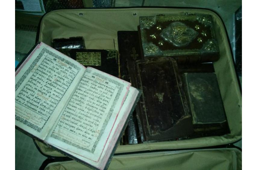 В Межигорье обнаружили хранилище ценных раритетных книг - фото 4
