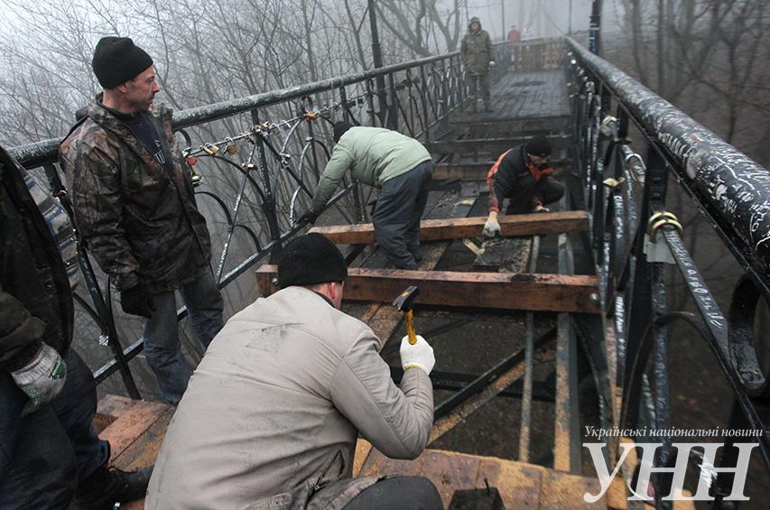 На мосту Патона в Киеве произошло масштабное ДТП - горел грузовик, полностью перекрывалось движение - Цензор.НЕТ 4355