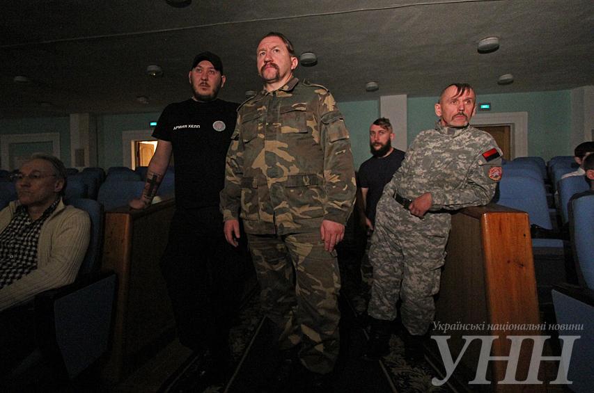 Волонтеры передали военным приборы ночного видения