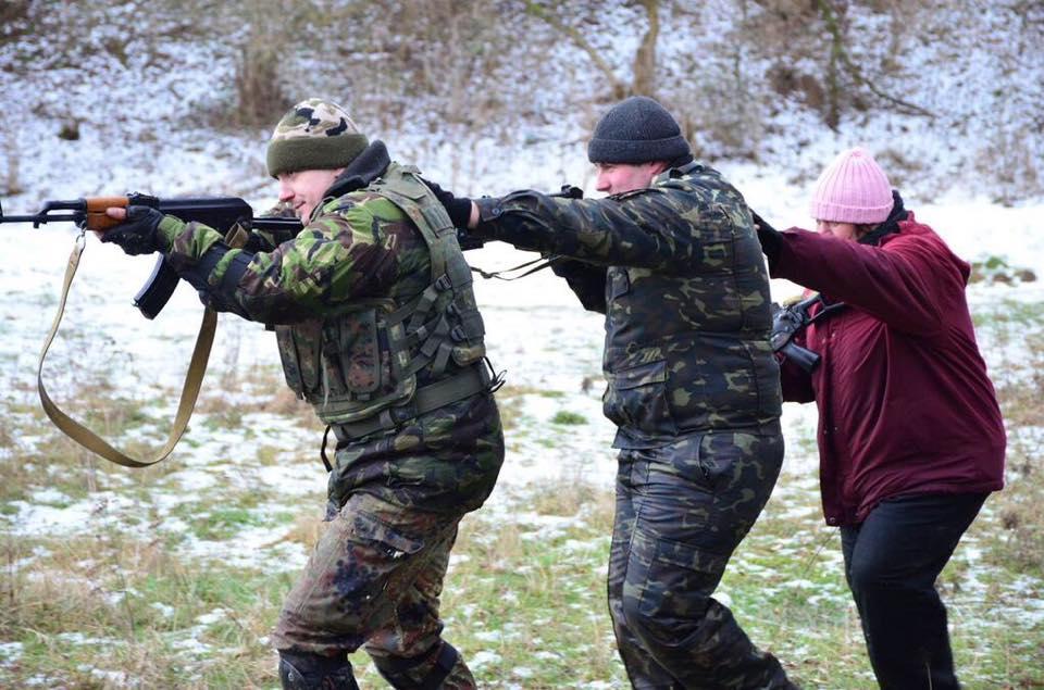 На Львівщині бабуся навчається військовій справі - фото 3