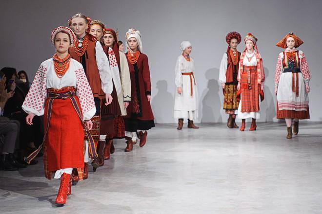 На Ukrainian Fashion Week презентували автентичні національні костюми -  фото 10 ... 3631be66d086e