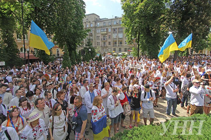 У Києві відбувся Мегамарш у вишиванках – новини на УНН  3560fd0911c5c