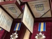 За 74 загиблими нацгвардійцями відслужили панахиду, а їхнім рідним вручили медалі