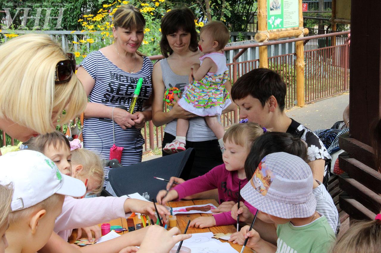 У Київському зоопарку привітали носорога-довгожителя із днем народження - фото 9