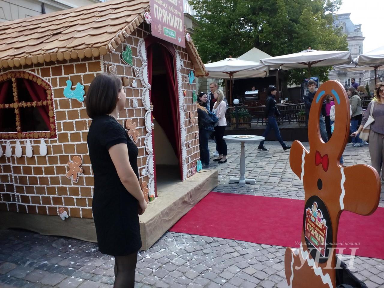 У Львові створили справжню хатинку з пряників thumbnail