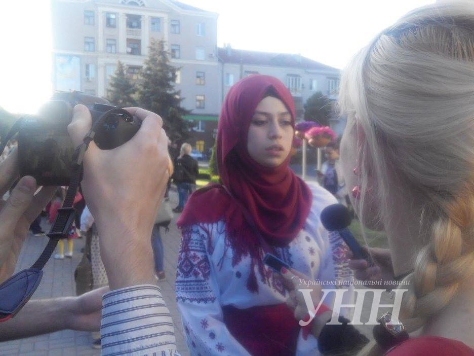 Святкова хода до Дня вишиванки розпочалася у Запоріжжі – новини на ... bf5617eb1167d