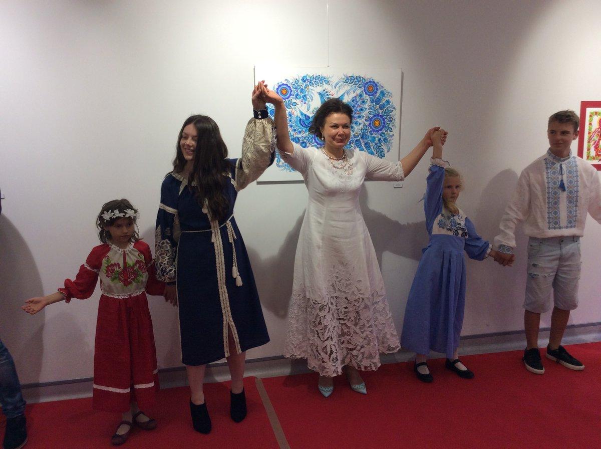 ... Петриківські розписи та українське національне вбрання презентували на  Мадейрі - фото 9 ... 92c5d7d2fafa2