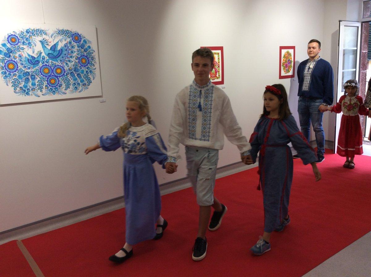 ... Петриківські розписи та українське національне вбрання презентували на  Мадейрі - фото 10 ... 73e45d0d5b8ad