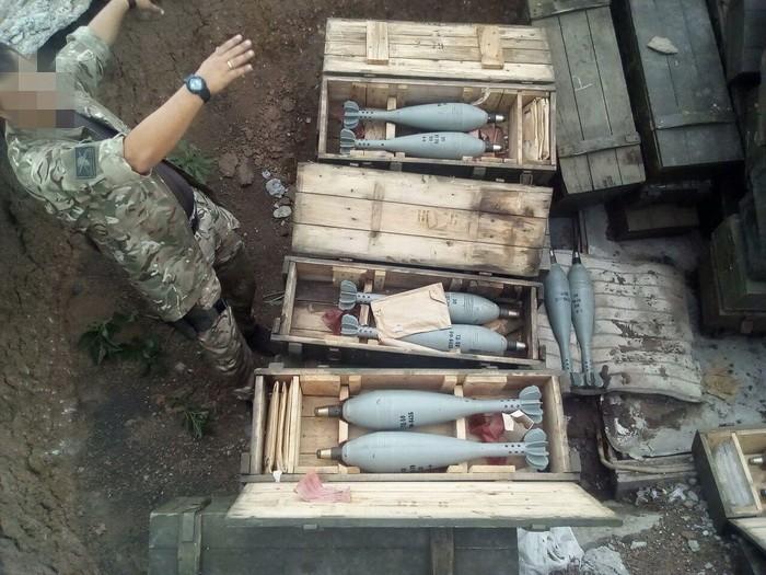 Схованку з понад сотнею мін виявили у Волноваському районі