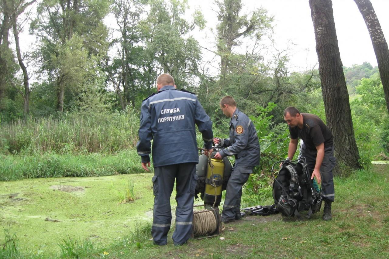 Cотрудники экстренных служб достали изреки автомобиль и 2-х погибших женщин наХарьковщине