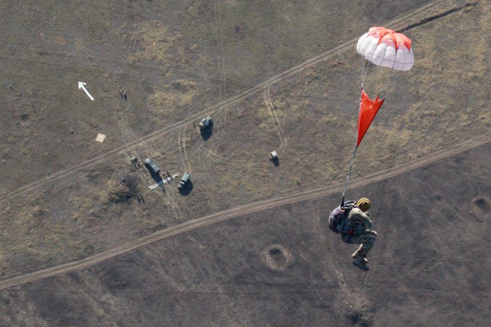 около фото прыжков с парашютом десантников первый
