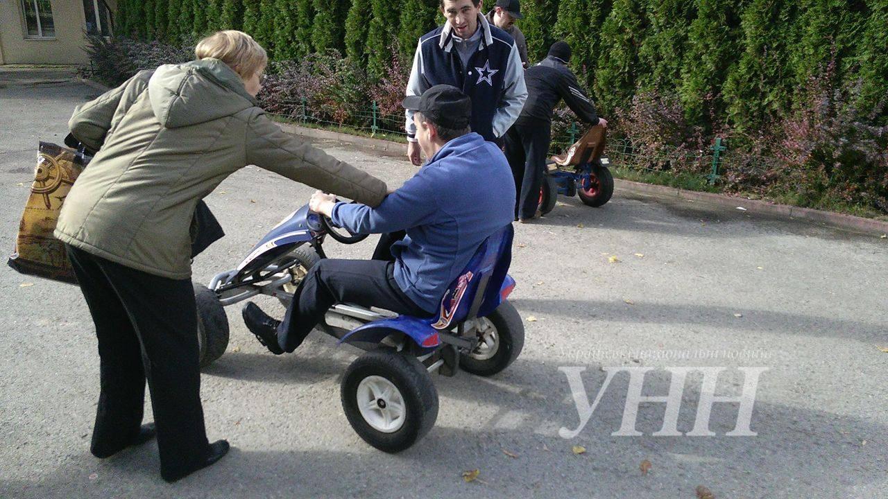 Люди з обмеженими можливостями змагались на перегонах в Івано-Франківську - фото 2