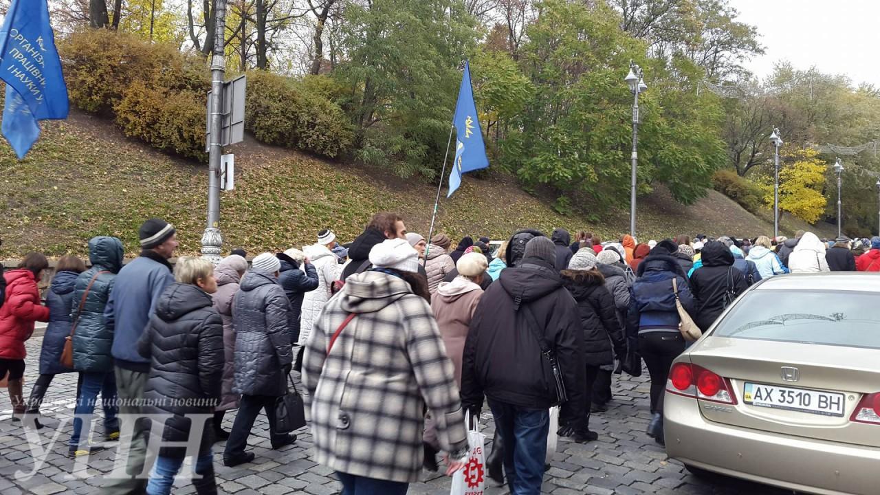 Кілька тисяч активістів рушили колоною до Кабміну - фото 1