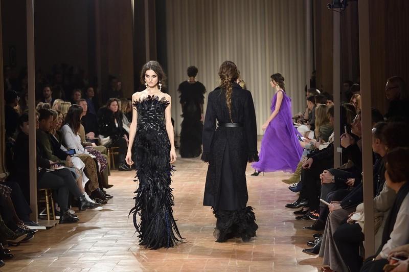 Модель изПерми Наташа Поли открыла показ намиланской Неделе моды