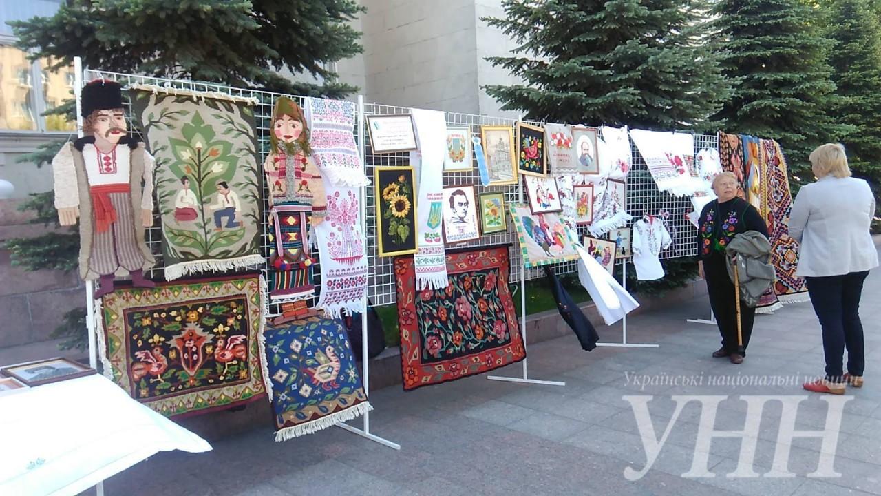 Карту України розпочали вишивати у Кропивницькому – новини на УНН ... b3ccef6b18e90