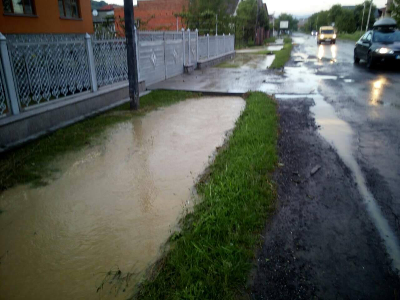 НаЗакарпатті через сильні зливи підтопило житлові будинки