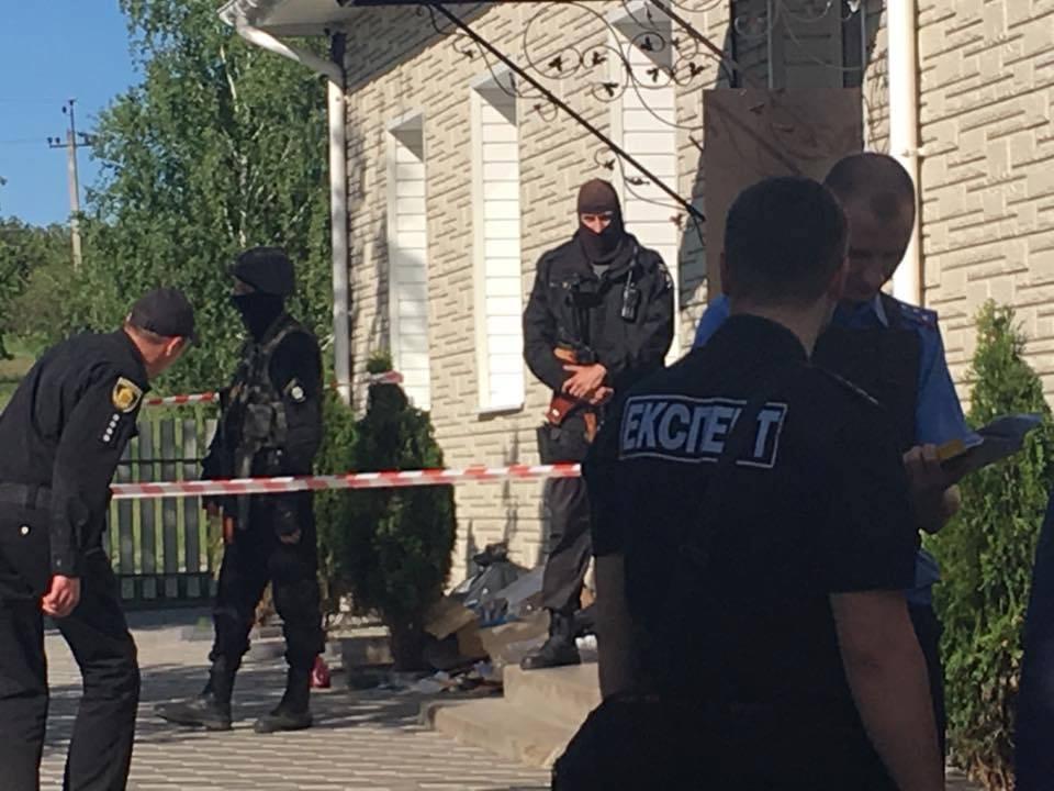 У Кіровоградській області люди вкамуфляжі влаштували перестрілку, є поранені