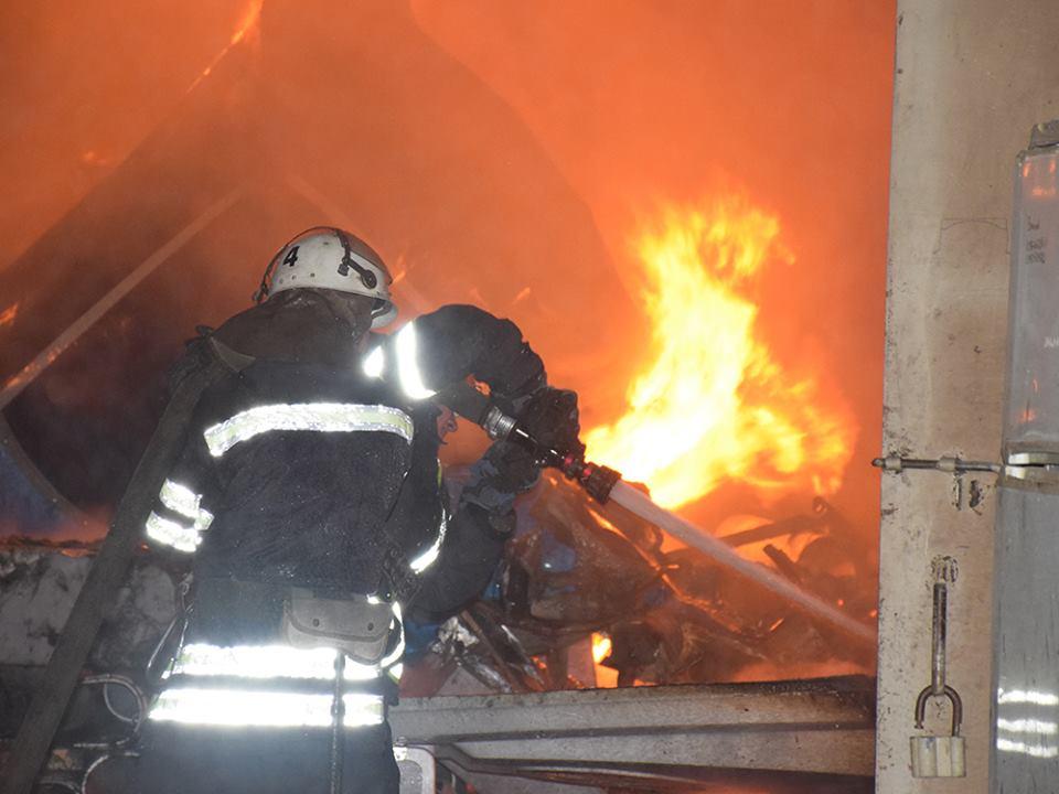 В Івано-Франківську трапилася пожежа на території недіючого заводу