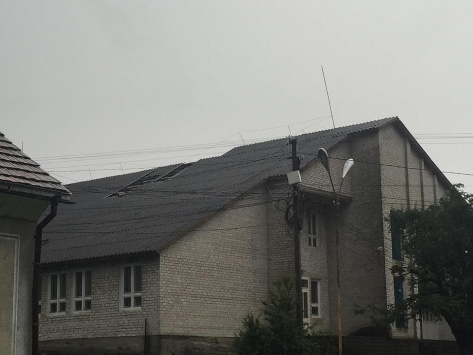Через буревій без світла залишилися кілька десятків осель наЗакарпатті