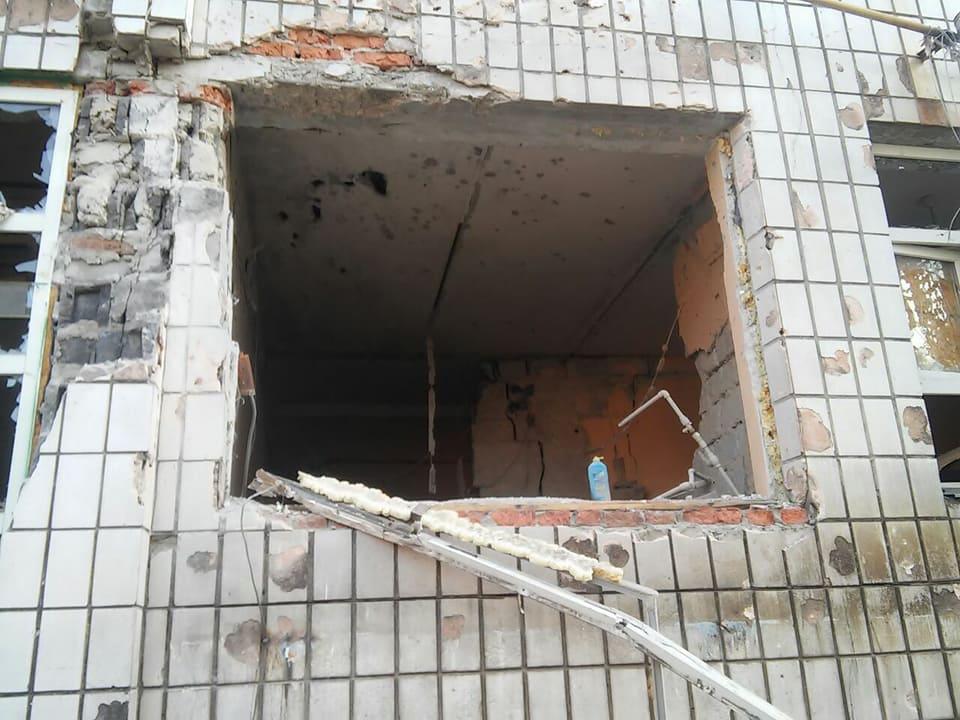 Бойовики обстріляли селище під Маріуполем, зруйновано будівлі