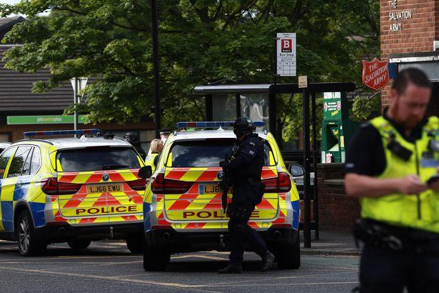 УБританії озброєний ножем чоловік захопив заручників