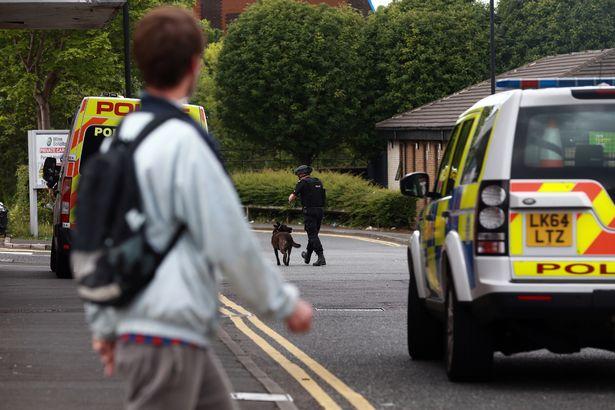 Озброєний ножем чоловік захопив заручників убританському Ньюкаслі