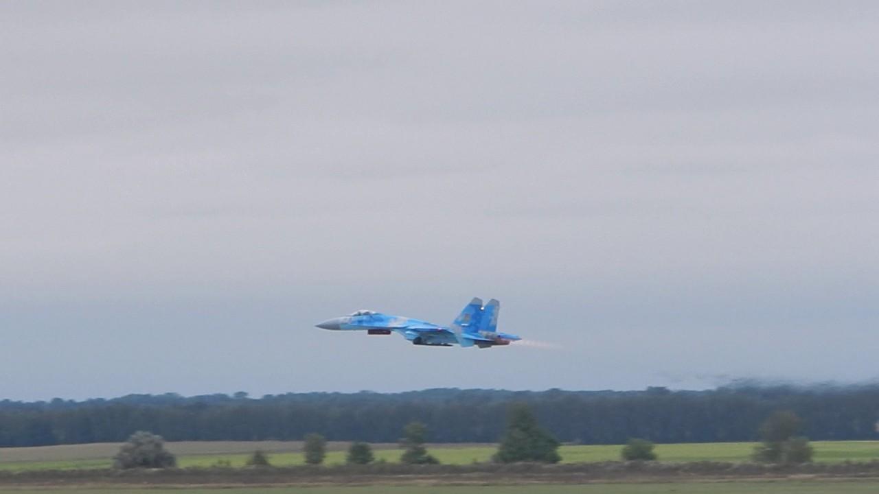 Українські військові льотчики виконали низку завдань на винищувачах - фото 5