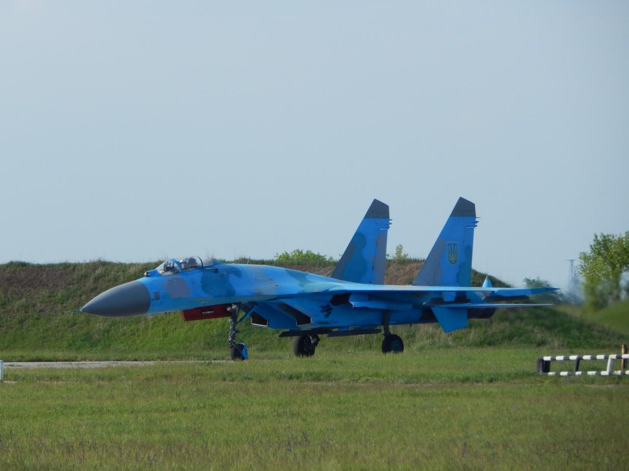 Українські військові льотчики виконали низку завдань на винищувачах - фото 2