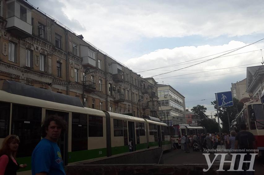 Наочищеній від МАФів Контрактовій влаштували парад трамваїв