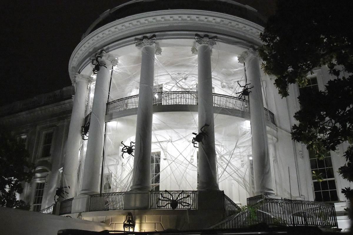 Хеллоуїн уТрампа: резиденція президента США перетворилася в«будинок зпривидами»