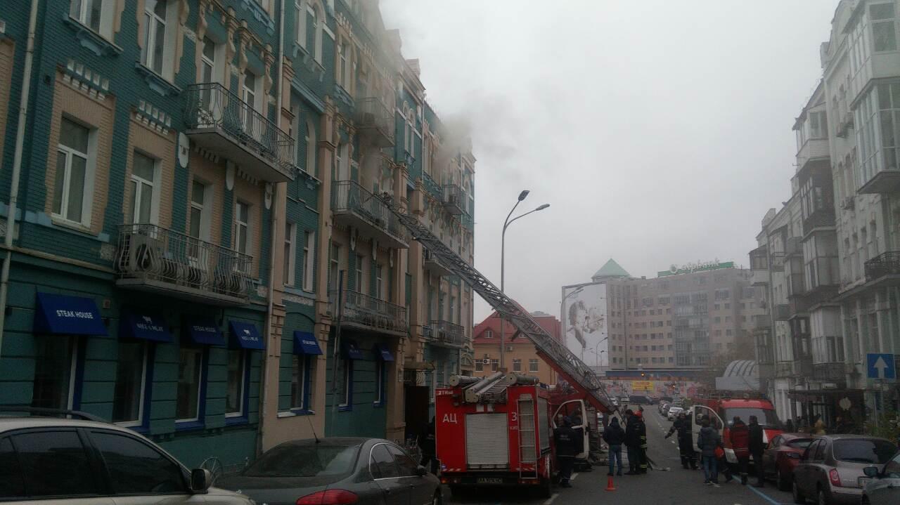 НаЖилянській горить ресторан ужитловому будинку