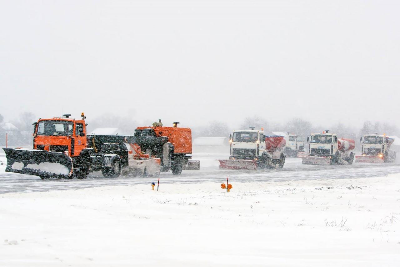 Через снігопад аеропорт «Київ» переніс частину рейсів у«Бориспіль»