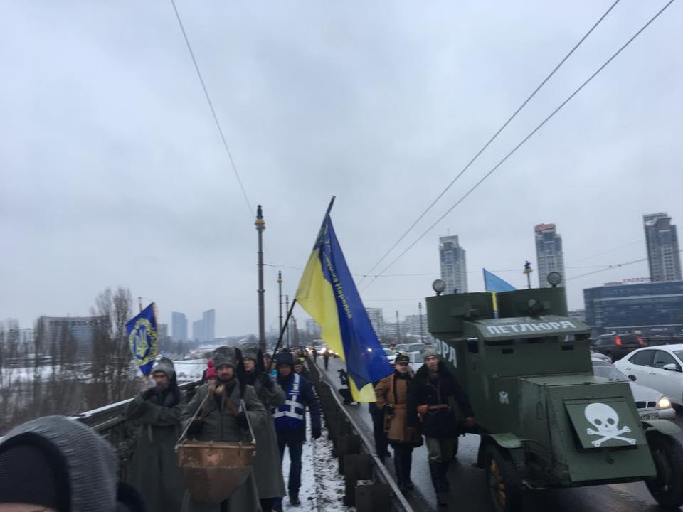Береги Києва з'єднали живим ланцюгом соборності