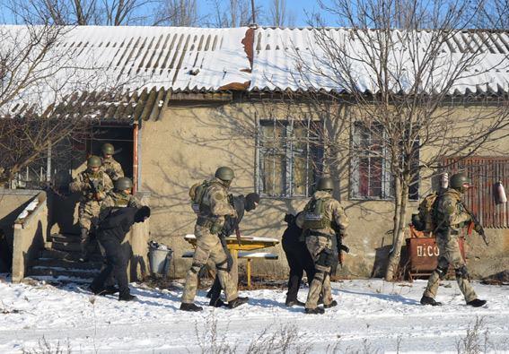 Стрілянина, барикади і штурм: поліцейські провели масштабні навчання на Житомирщині - фото 1