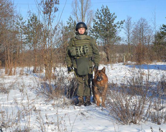 Стрілянина, барикади і штурм: поліцейські провели масштабні навчання на Житомирщині - фото 11