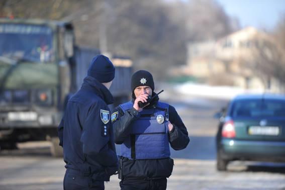 Стрілянина, барикади і штурм: поліцейські провели масштабні навчання на Житомирщині - фото 5