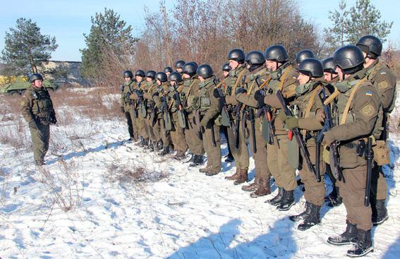 Стрілянина, барикади і штурм: поліцейські провели масштабні навчання на Житомирщині - фото 12