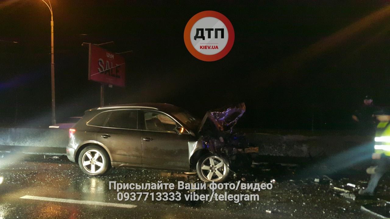 Тікав від поліції: уКиєві Mercedes спричинив масштабну ДТП, є жертви