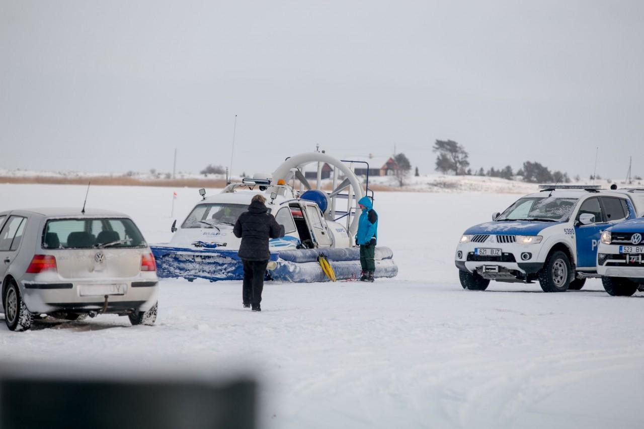 ВЕстонії автобус зтуристами провалився під лід, багато загиблих: опубліковані фото