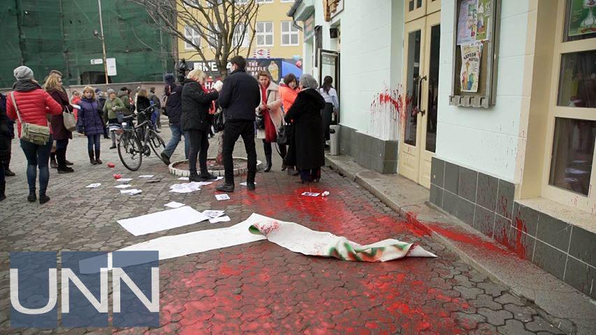 В Ужгороде напали на участников акции по защите прав женщин - фото 2