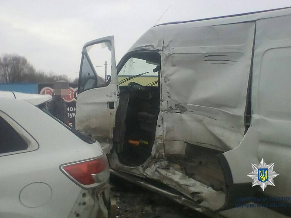 УХаркові фура протаранила 5 авто: опубліковано фото