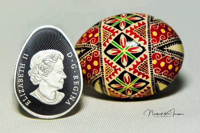 УКанаді випустили монети уформі писанки