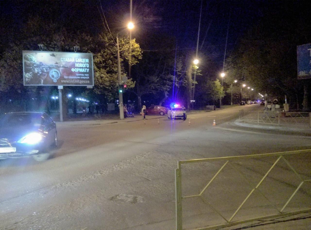Автоматчики СБУ сбронетехникой оцепили улицу— Переполох наВарненской