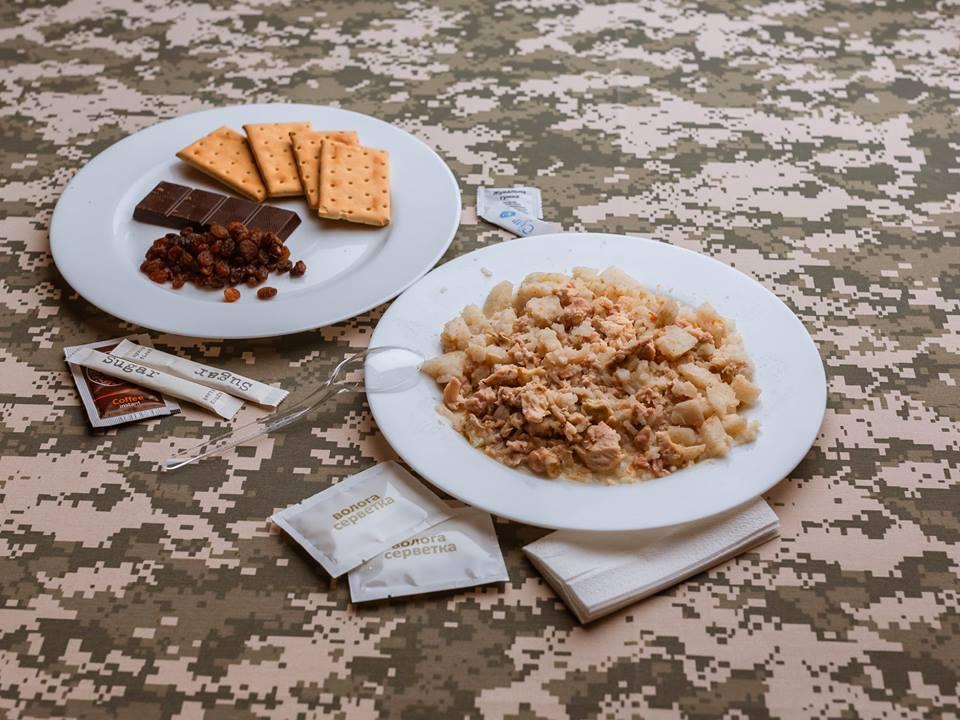 Військові на Донбасі отримають харчування за стандартами НАТО – Порошенко