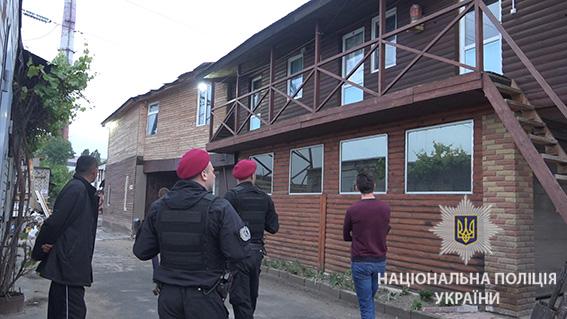 У Києві поліція під час рейду затримала 32 нелегальних мігрантів із Азії -  фото 1 ... ada4dc97a6952